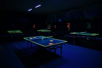 Dunkle Halle beim Schwarzlicht Turnier 2019